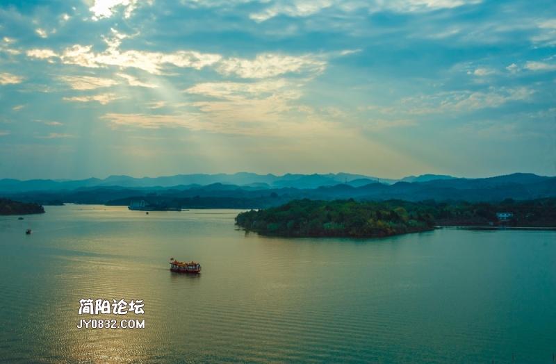 光洒-龙泉湖.jpg
