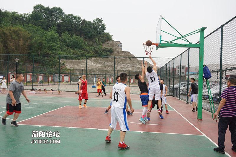 阳安所同bob官网体育市明德小学开展篮球友谊赛