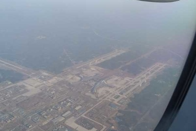 今天从简阳上空飞过,拍到的简阳市区和新机场